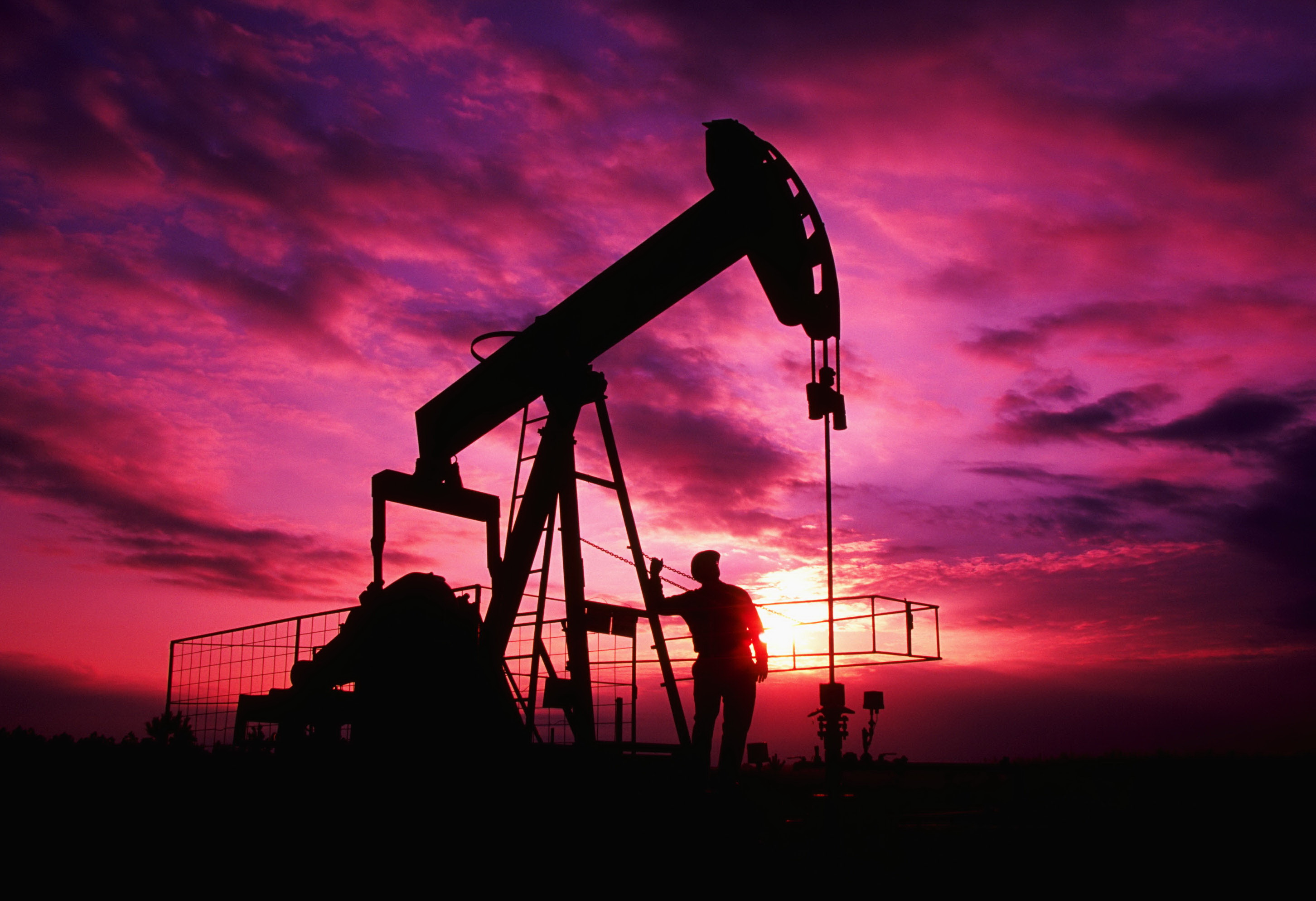 Течет нефть